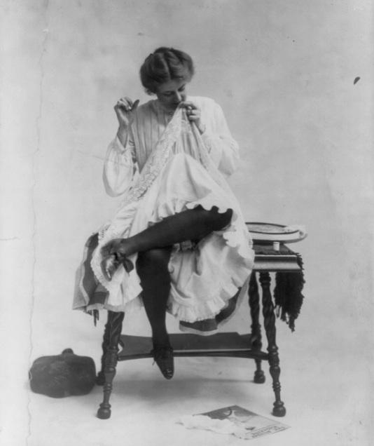 Victorian postcard 1909 Mending